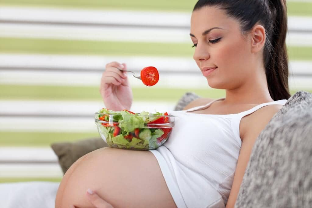 pregnant women eating salad