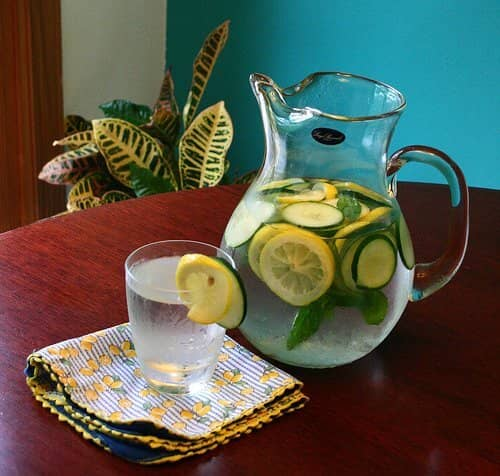 cucumber lemon water with mint