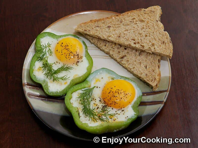 Eggs Fried with Tomato in Bell Pepper Ring