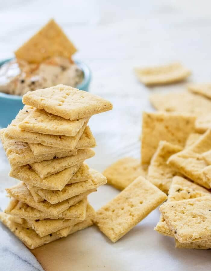 Garlic Hummus Crackers – Vegan and Gluten-Free